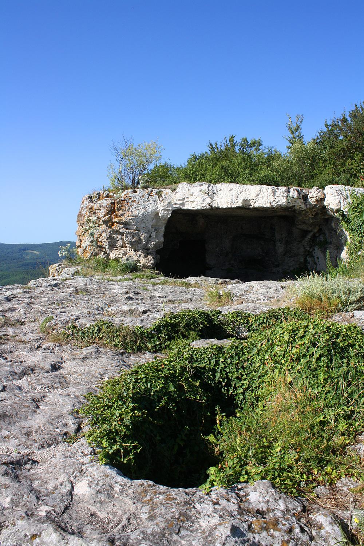 Мангуп. Прогулка по пещерам южного обрыва.