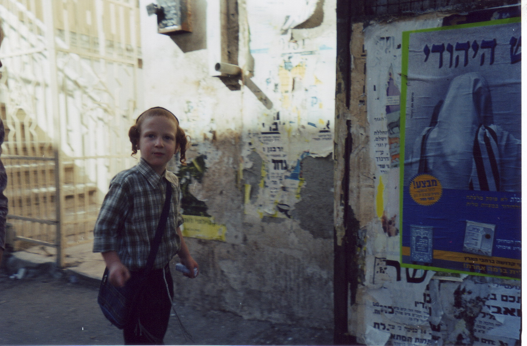 мальчик в своём родном квартале