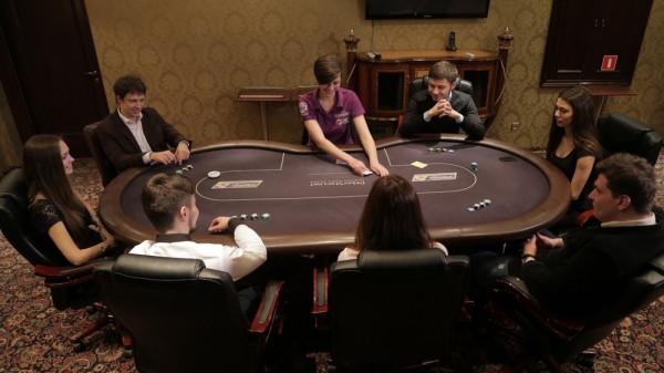 Игра в покер для большой компаниир