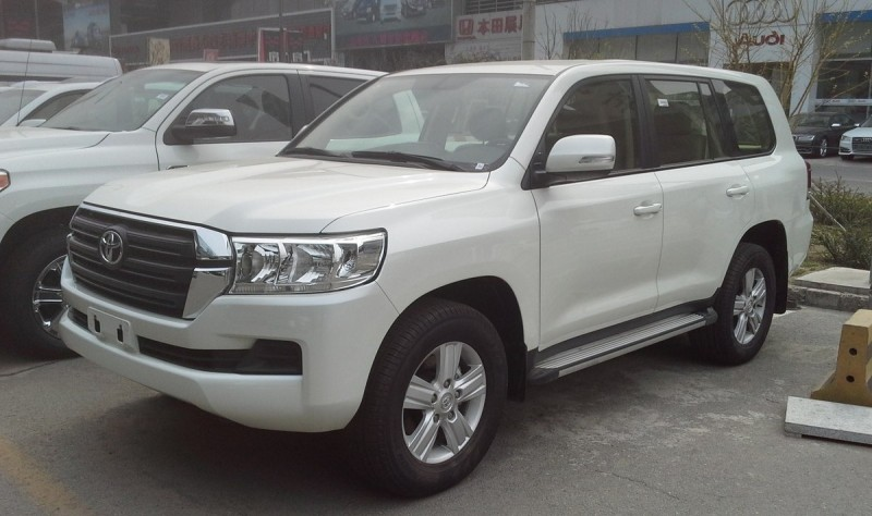 1200px-Toyota_Land_Cruiser_J200_facelift_II_China_2017-03-30