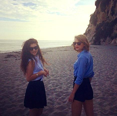 lorde-taylor-swift-beach-inline