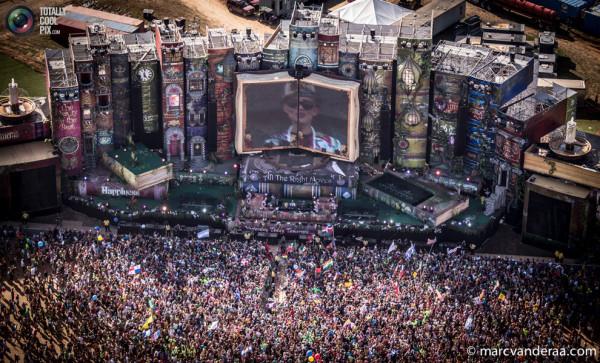 festival-electronnoj-muzyki-TomorrowWorld-11-13