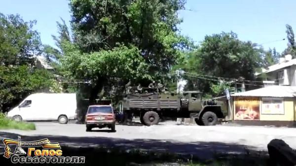 Батальон Восток в Торезе май 2014.mp4_snapshot_00.29_[2014.06.06_15.07.26]