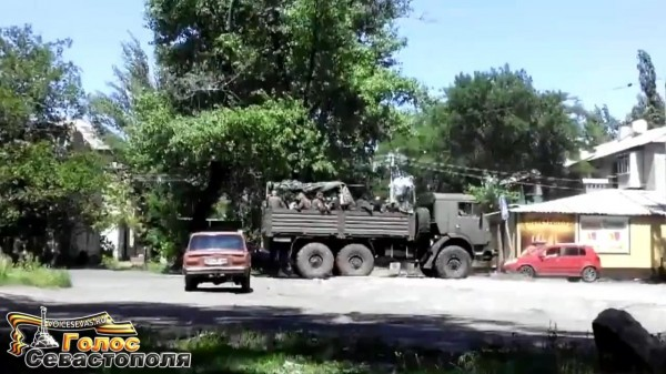 Батальон Восток в Торезе май 2014.mp4_snapshot_00.32_[2014.06.06_15.08.21]