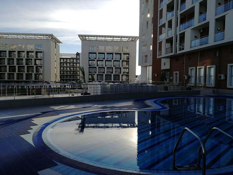 В феврале в Сочи вполне себе можно купаться на улице в бассейнах