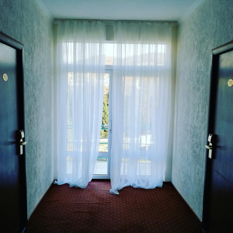 Вид в декабре из коридоров санатория Знание.