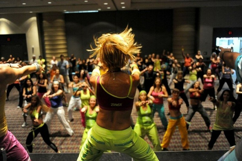 Фитнес-тусовка на одном из фестивалей Zumba