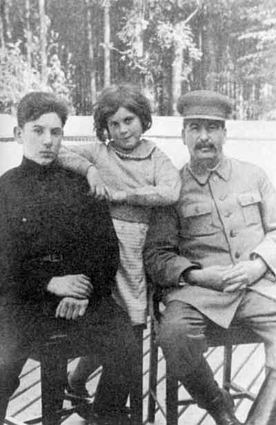 1935 Сталин с детьми Василием и Светланой - 1