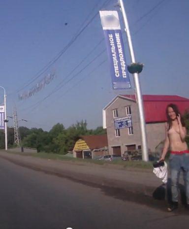 голая девушка на улице в уфе