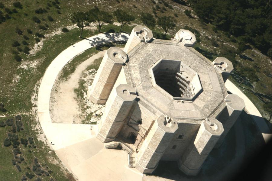 замок Кастель-дель-Монте, Апулия