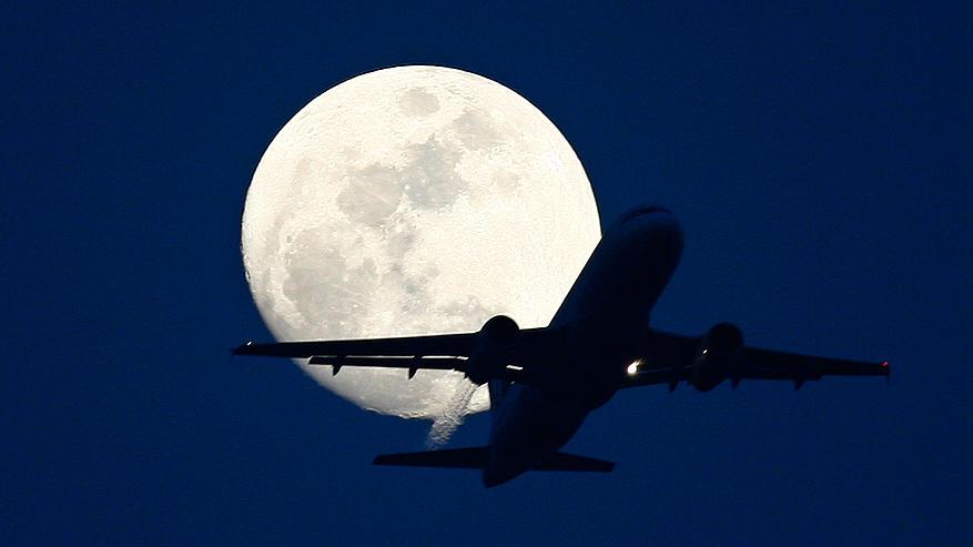 plane_moon_654x330_49760