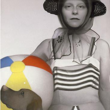 Сьюзан Хауптман (1947-2015) -  американская художница, известная автопортретами пастелью и углем, а позднее стала использовать и другие материалы, такие как проволока и сусальное золото.