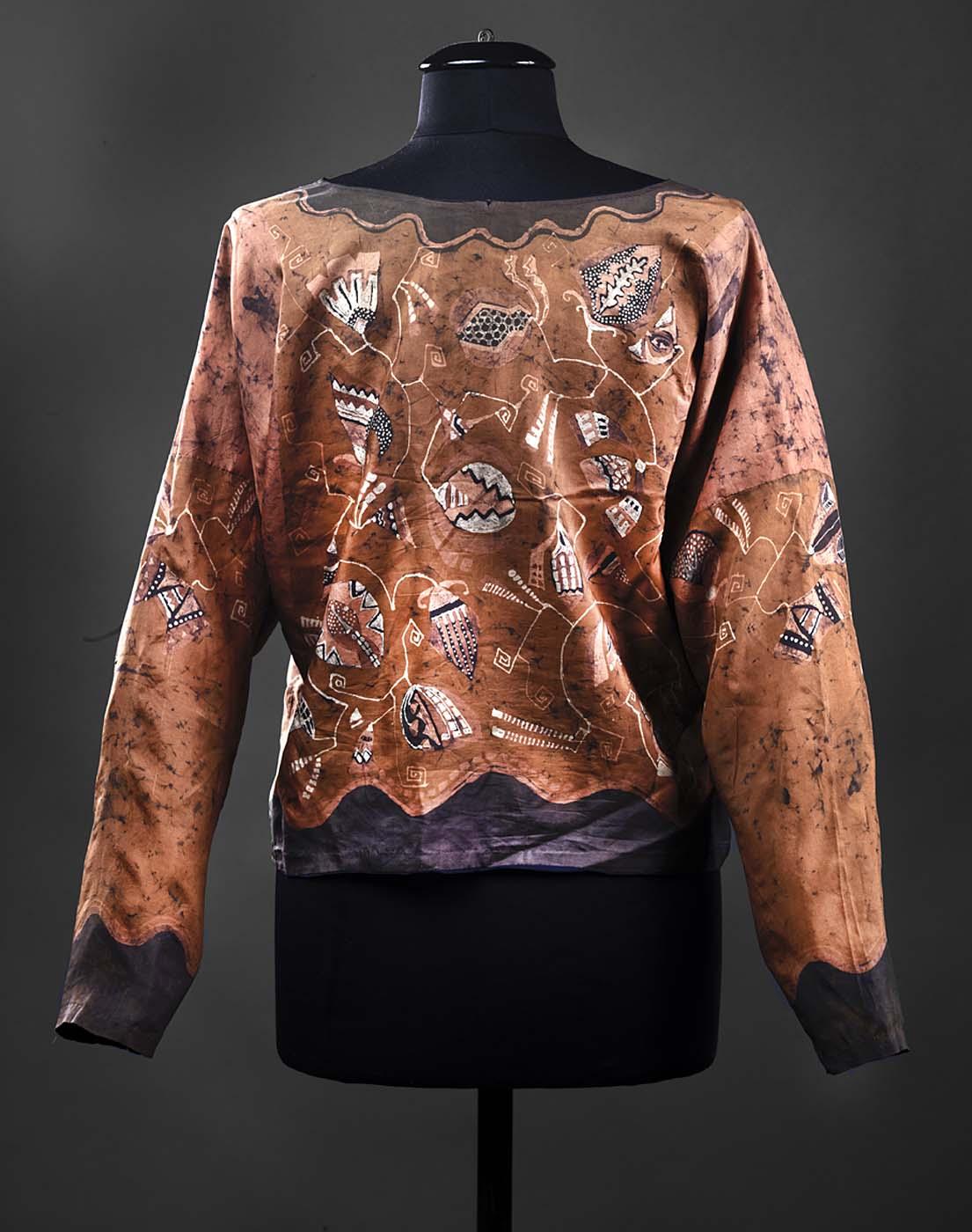 Маргарет Томпсон Зорач Шелковая блуза, украшенная вышивкой.