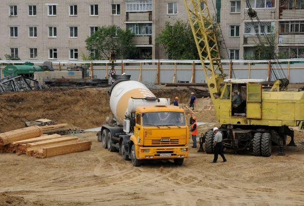 Костя заливает бетон в ДС Чита.3