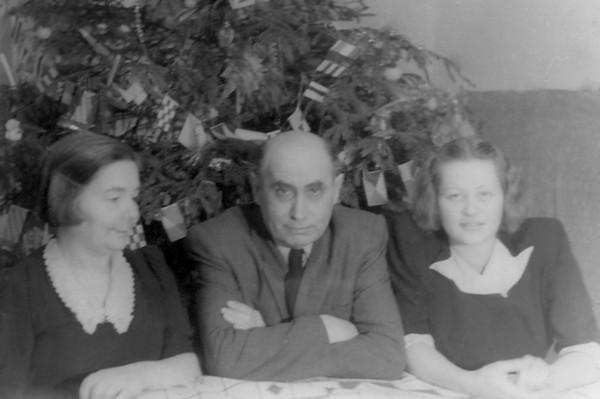 2.Новый 1948 год Бела Иллеш и Паола Купка в последний раз встречали в Москве.