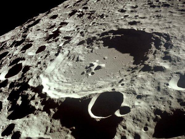 Moon_Dedal_crater_1541806717.jpg.600x450_q85