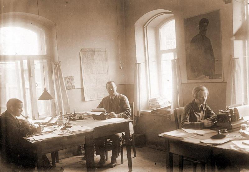Karjalan Sanomat: 100 vuotta historiaa valokuvissa