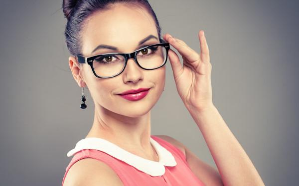 женщины в очках фото