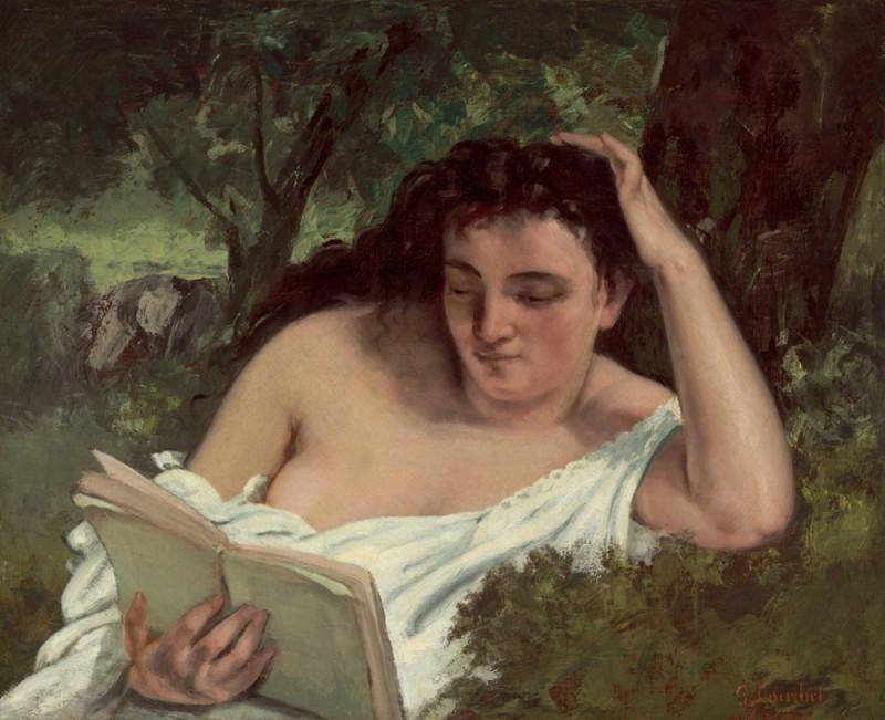 Молодая читающая женщина.