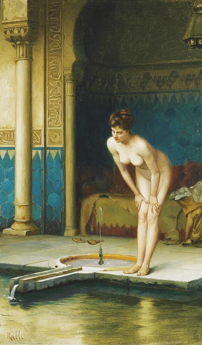 Молодая женщина перед купанием
