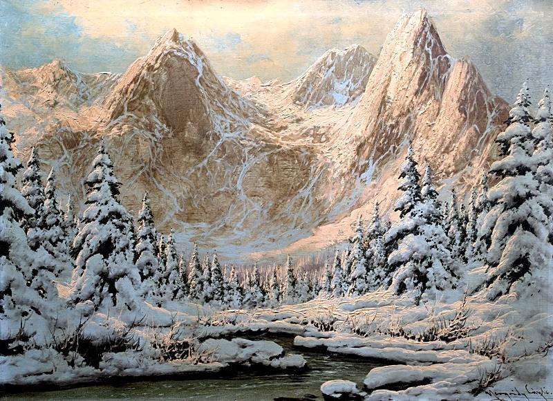 Высокие горы на закате.