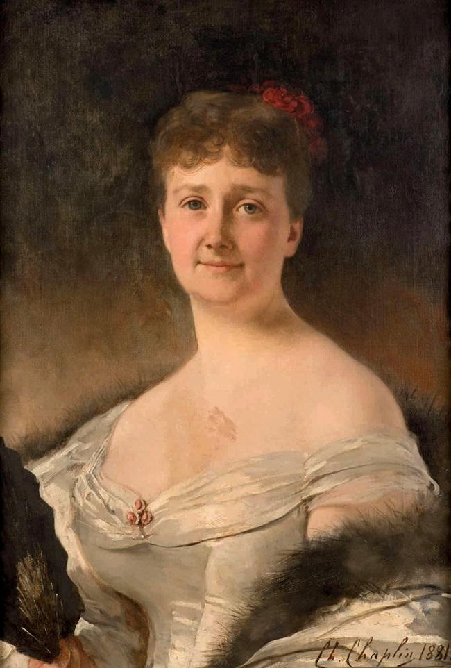 Женщина в бальном платье