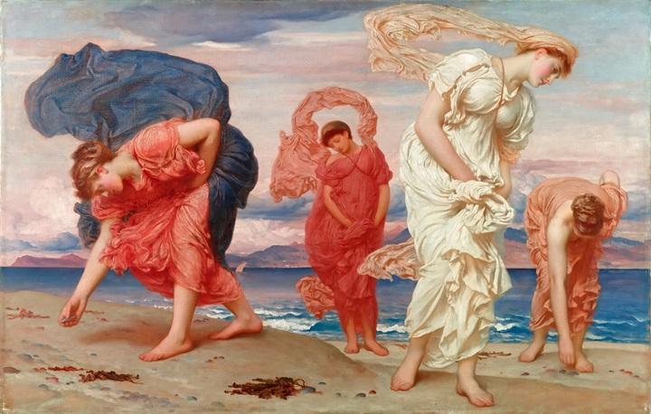 Греческие девушки собирают камешки на берегу