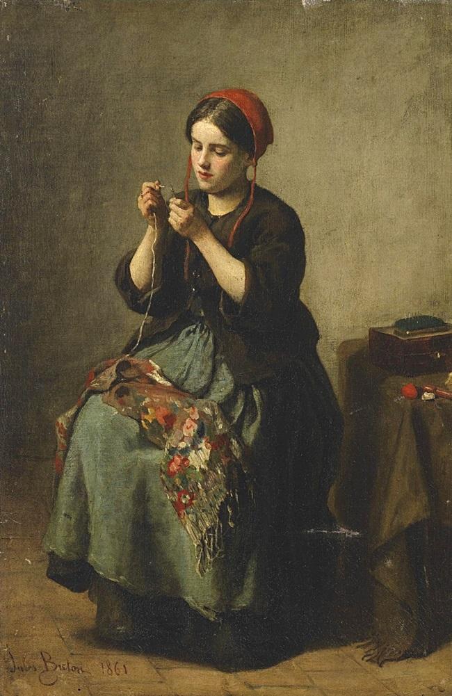 Крестьянка продевает нитку в иглу.