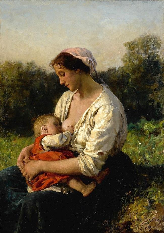 Молодая мать кормит ребенка грудью.