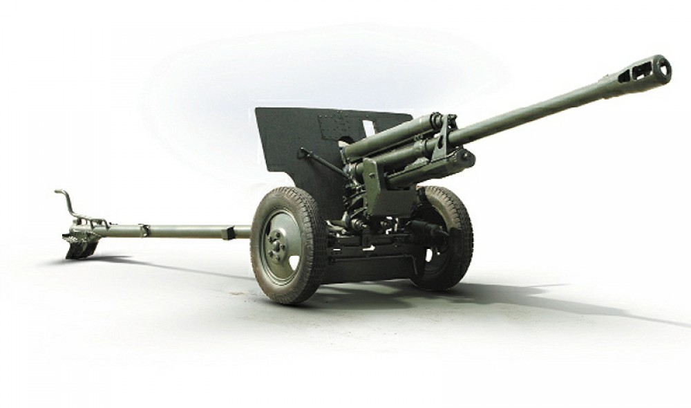 ЗИС-3, 76-мм пушка времён Великой Отечественной. Такой же известный по всему миру советский оружейный продукт, как и Т-34, автомат Калашникова и МиГ-15.