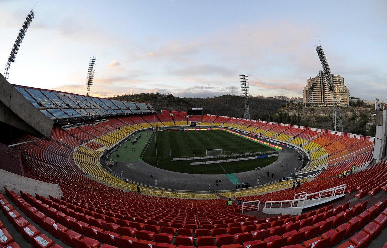 Фотография по запросу «футбольный стадион в Ереване». Наверное, это он.