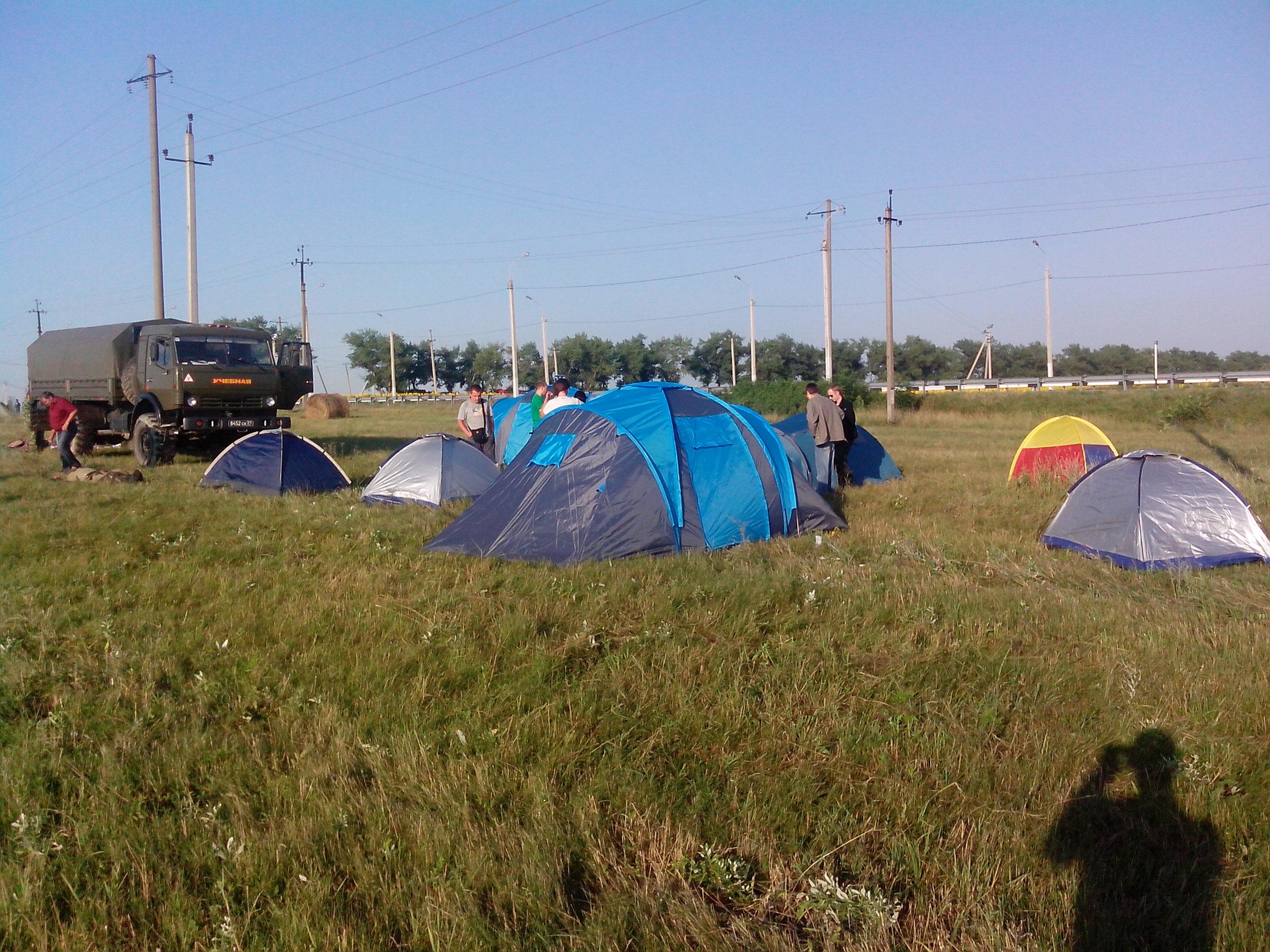 Первые палатки в Добром Лагере в Крымске