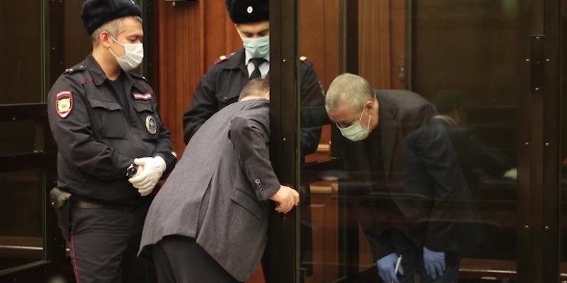 Ефремов и лучший из трех его адвокатов в суде