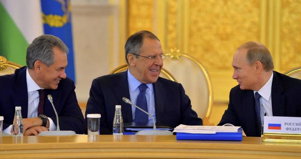 Говорят, главные герои анекдотов — Лавров, Путин и Шойгу — их даже друг другу пересказывают, интересно, правда?!