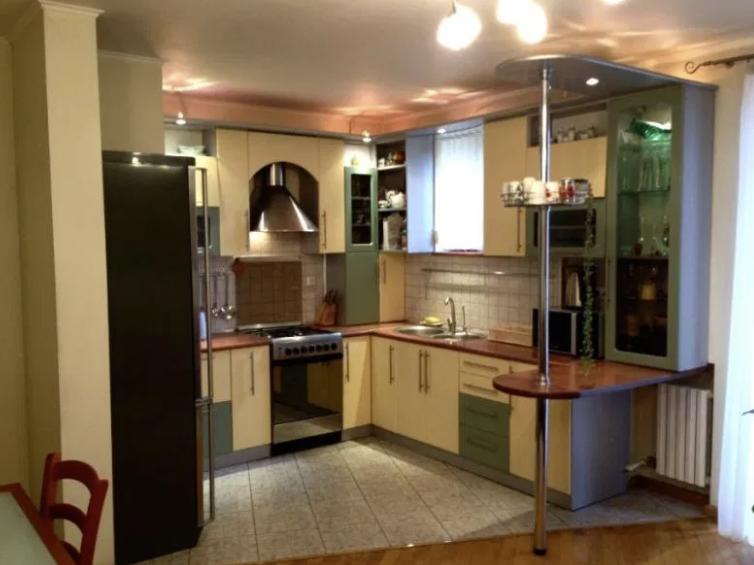 Это только кусочек 25-метровой кухни. У вас такая есть?!