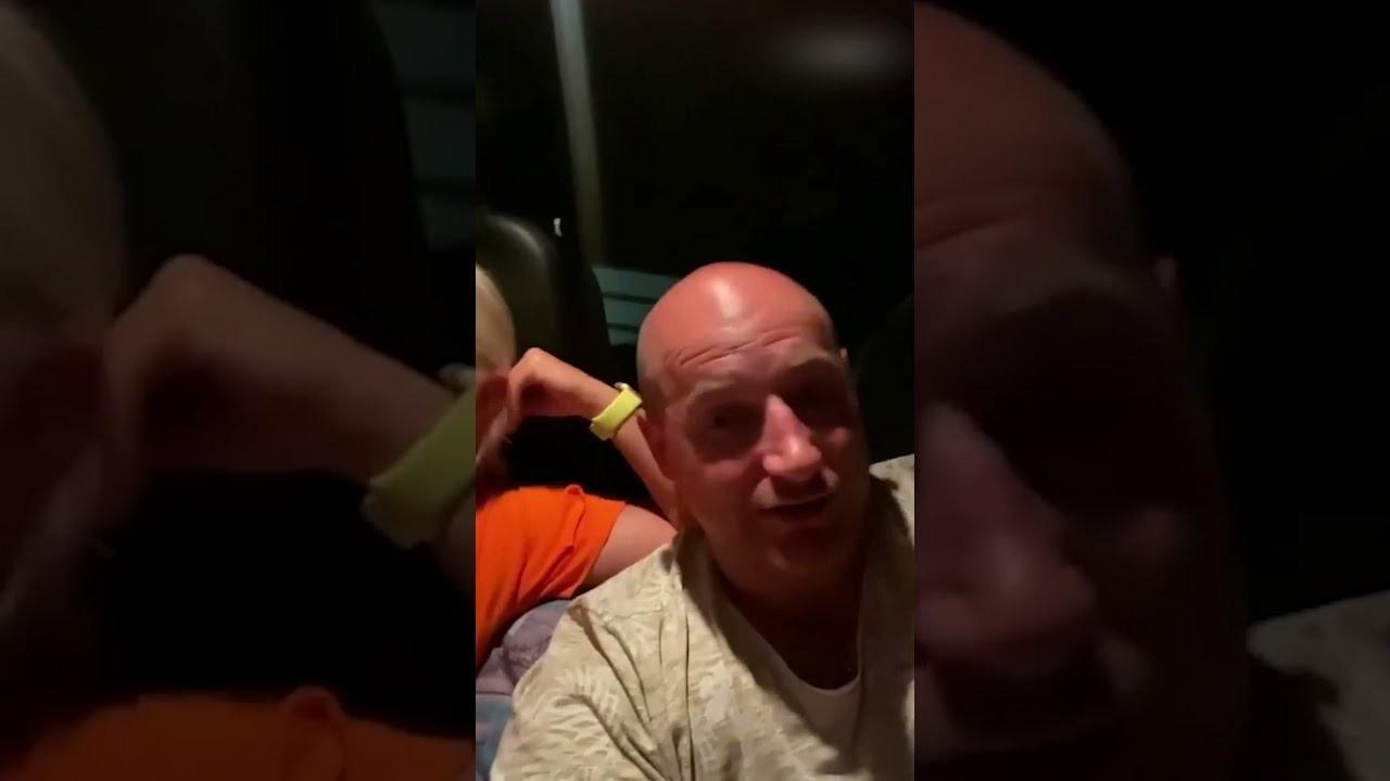 Пару с детьми выкинули из отеля в Крыму — ночевать в машине
