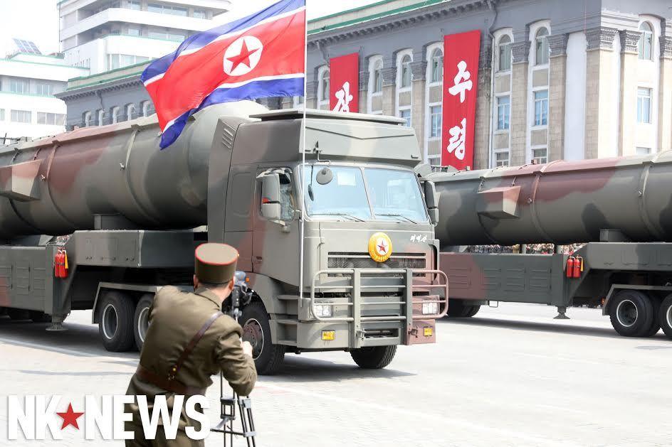 Военный парад в Пхеньяне. 15.04.2017 C9br6RhWsAAx5gi