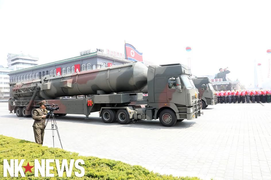 Военный парад в Пхеньяне. 15.04.2017 C9br6RkXsAAjD5p