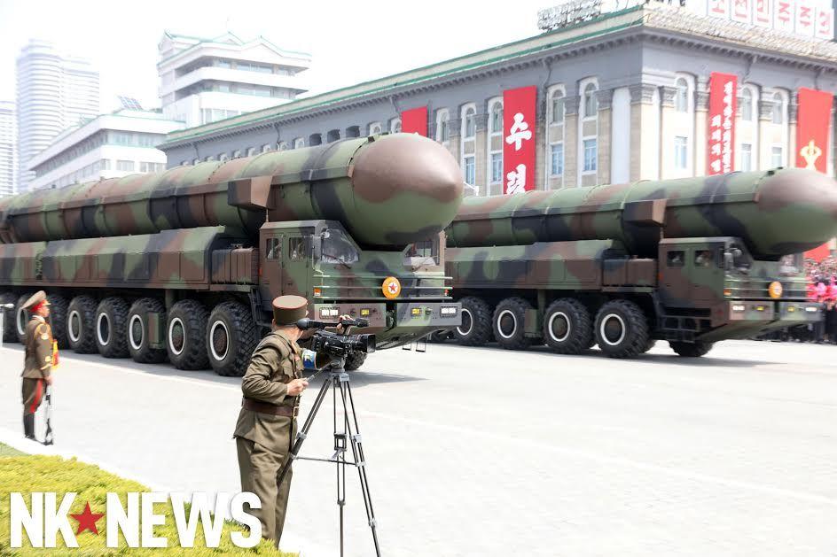Военный парад в Пхеньяне. 15.04.2017 C9bw2czWsAAIA_X