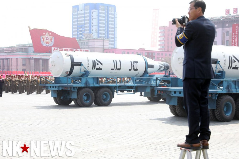 Военный парад в Пхеньяне. 15.04.2017 C9bzQINUMAEI6I5