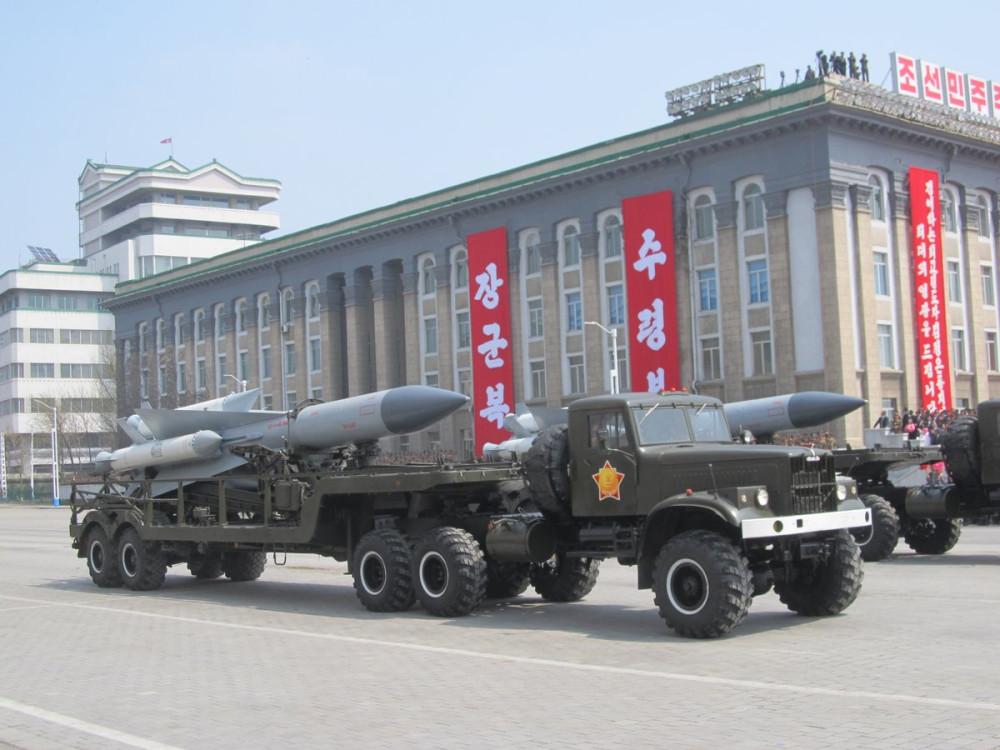 Военный парад в Пхеньяне. 15.04.2017 C9boF3VUQAESORD
