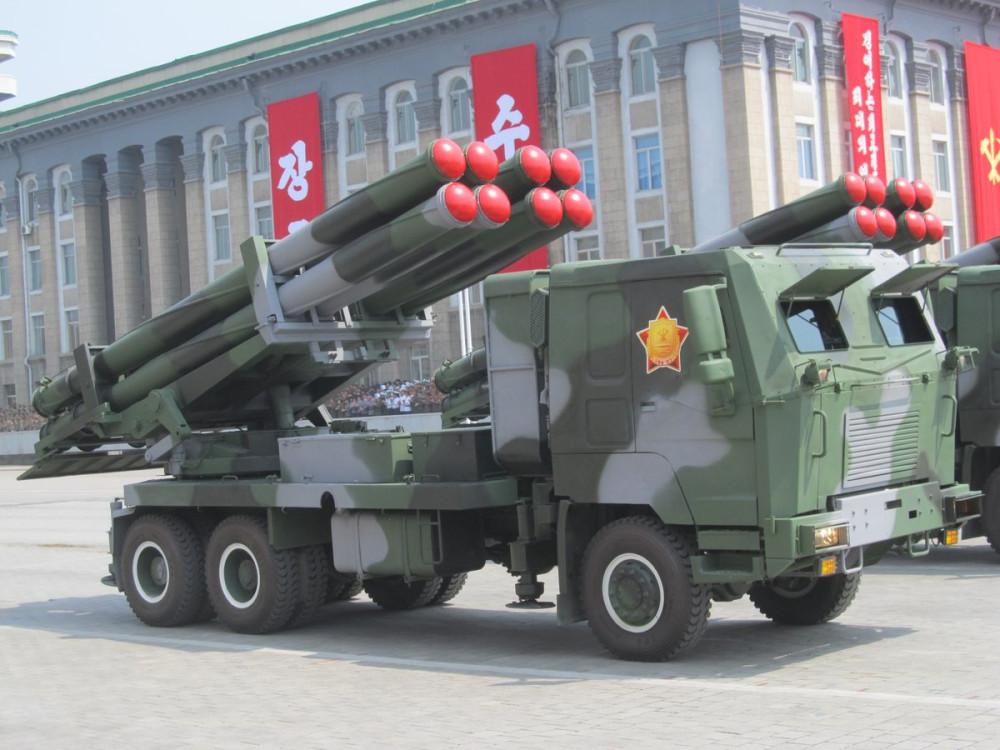 Военный парад в Пхеньяне. 15.04.2017 C9boF1rUMAMOiq3
