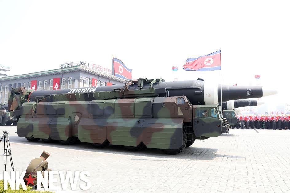 Военный парад в Пхеньяне. 15.04.2017 C9bwQgSVoAAiA4h