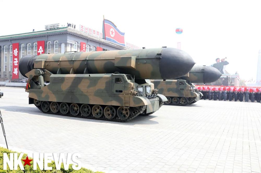 Военный парад в Пхеньяне. 15.04.2017 C9bz_y9VwAAyyS9