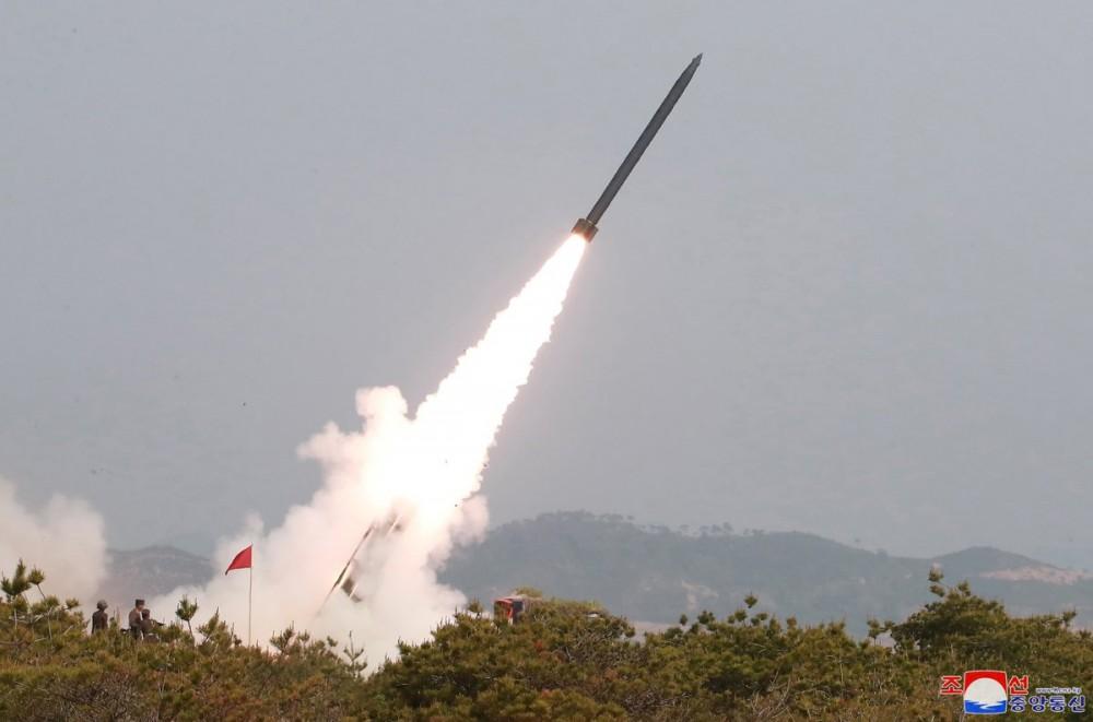 Пуск ракеты нового северокорейского оперативно-тактического ракетного комплекса руководитель, высший, Уважаемый, огневого, калибров, удара, реактивными, управляемыми, участках, восточном, переднем, оборонительных, учений, партии, частей, фронта, боеготовности, крупных, чтобы, Председатель