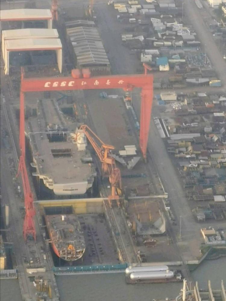 Строящийся китайский авианосец нового проекта постепенно приобретает свои
