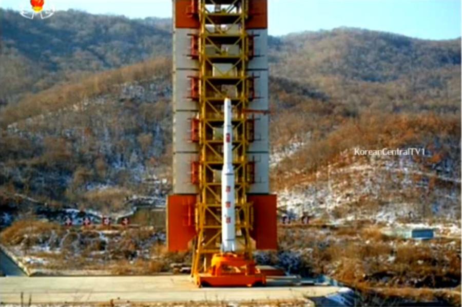 КНДР произвела второй успешный запуск искусственного спутника на орбиту Земли.
