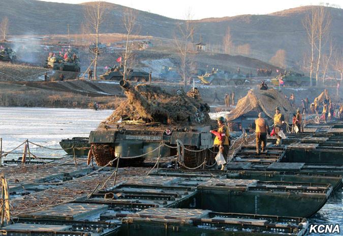 "Северокорейские танки ""Сонгун-915"" на учениях"