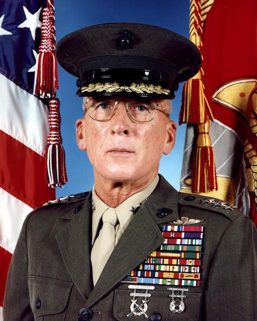 Генерал-лейтенант Корпуса морской пехоты США в отставке Пол Ван Рипер