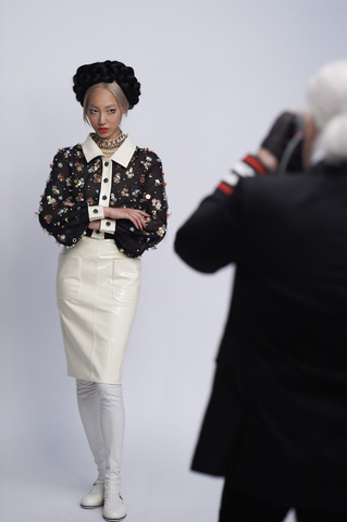 chanel-making-of-press-kit-cruise-collection-2015-16-05.jpg